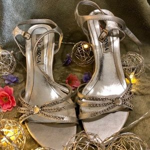 Cute wedge silver and jeweled 👠 shoes